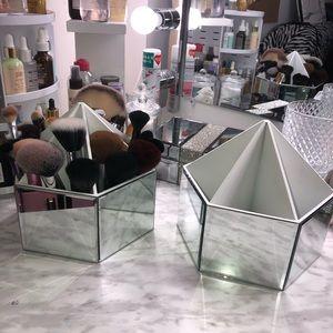 Makeup brushes organizer